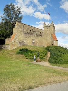 Grażyna Dominiak 2016-07-07 - Nowy Sącz, ul. Kazimierza Wielkiego - pozostałości zamku królewskiego - DOMINIAK AH