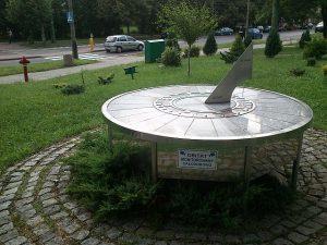 Zegary słoneczne Dominiak Henryk Jan rubinowy-zegar-sloneczny-tychy DOMINIAK AH™
